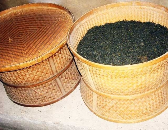 Zhu Hong-Drying Tea Leaves in Bamboo Basket